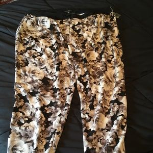NWT Forever 21 Plus floral cuffed pants